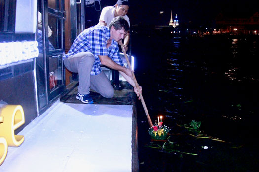 loy krathong photo sabai cruise
